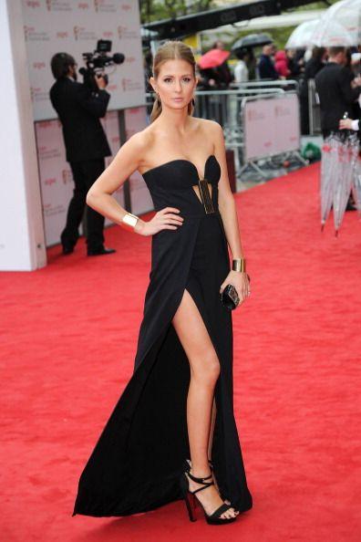 Red carpet, Dress, Carpet, Clothing, Shoulder, Gown, Flooring, Fashion model, Premiere, Fashion,