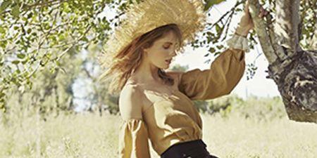People in nature, Waist, Long hair, Photo shoot, Costume, Meadow, Model, Abdomen, Field, Belt,