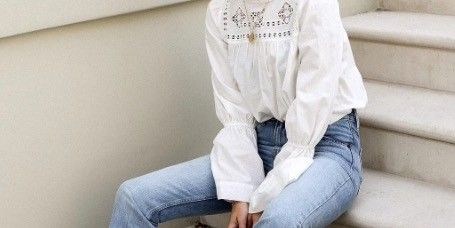 Clothing, Leg, Blue, Denim, Trousers, Human leg, Textile, White, Comfort, Foot,