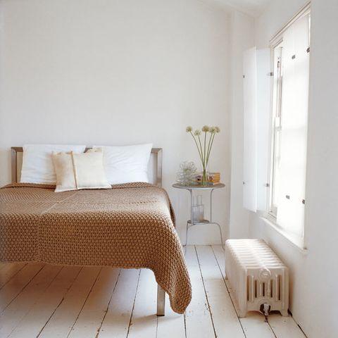 Wood, Floor, Room, Flooring, Interior design, Property, Wall, Textile, Bed, Home,