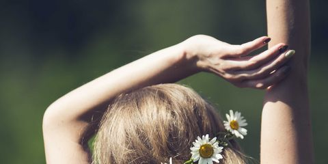 Hair, People in nature, Hairstyle, Yellow, Beauty, Brown hair, Long hair, Skin, Spring, Hand,