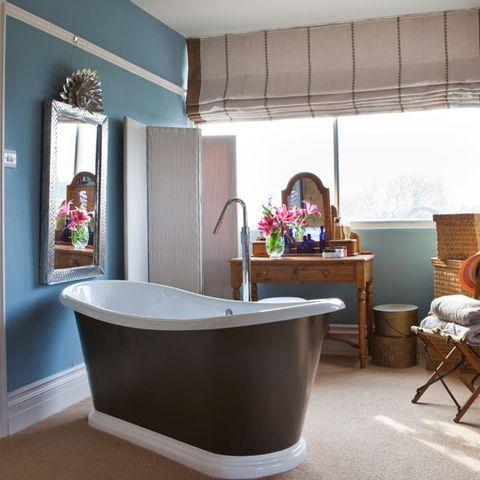 Room, Interior design, Property, Floor, Flooring, Bathtub, Interior design, Ceiling, Fixture, Composite material,