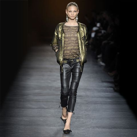 Leg, Human body, Fashion show, Joint, Outerwear, Runway, Jacket, Style, Knee, Fashion model,