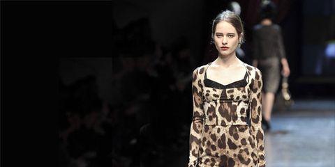 Shoulder, Fashion show, Joint, Runway, Style, Fashion model, Dress, One-piece garment, Waist, Fashion,