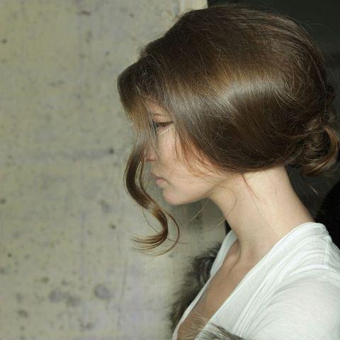 Hairstyle, Shoulder, Eyelash, Beauty, Neck, Long hair, Bangs, Brown hair, Back, Layered hair,