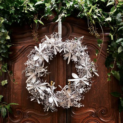Wood, Wreath, Twig, Wood stain, Hardwood, Christmas decoration, Symmetry, Houseplant, Ornament, Flowerpot,