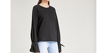 Clothing, Shoulder, Neck, Sleeve, Footwear, Joint, Pocket, Blouse, Outerwear, Trousers,