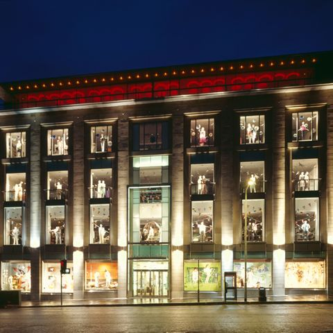 Facade, Night, Commercial building, Collection, Midnight, Display case, Retail, Display window,
