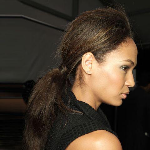 Ear, Hairstyle, Chin, Eyebrow, Eyelash, Earrings, Style, Jaw, Neck, Beauty,
