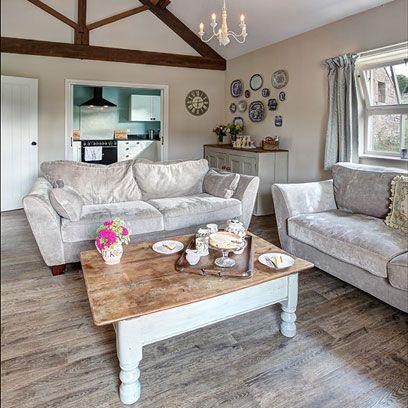 Room, Interior design, Wood, Brown, Green, Living room, Floor, Home, Furniture, Table,