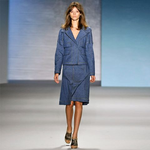 Clothing, Blue, Sleeve, Human body, Shoulder, Fashion show, Human leg, Joint, Outerwear, Style,