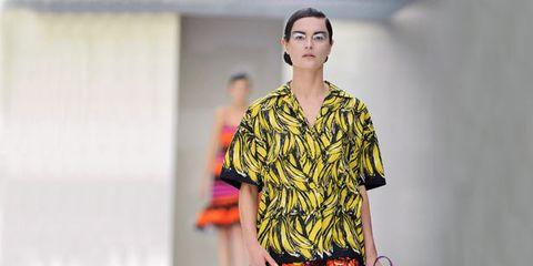 Shoulder, Textile, Joint, Fashion show, Style, Street fashion, Pattern, Runway, Fashion, Neck,