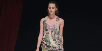 Human body, Shoulder, Joint, Standing, Fashion show, Style, Waist, Camouflage, Fashion model, Fashion,