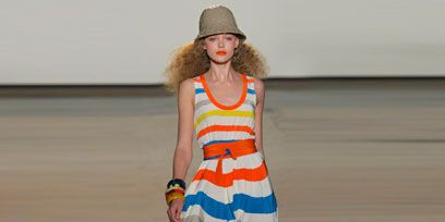Clothing, Leg, Shoulder, Hat, Textile, Joint, Human leg, Standing, Style, Dress,