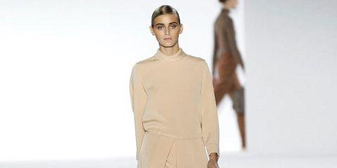 Human, Brown, Sleeve, Skin, Shoulder, Fashion show, Human leg, Joint, Dress, Runway,