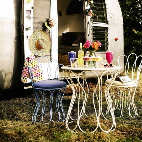 Table, Arch, Flower Arranging, Home accessories, Outdoor table, Floral design, Floristry, Decoration, Linens, Cut flowers,