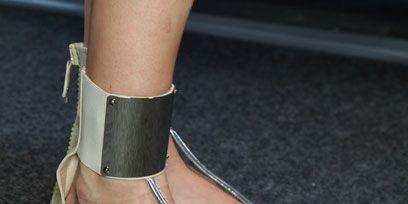 Footwear, Brown, Human leg, Toe, Joint, Sandal, Foot, Tan, Fashion, Ankle,
