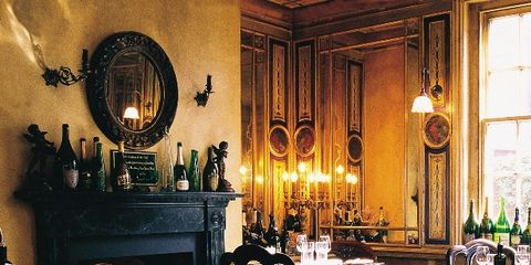 Lighting, Dishware, Room, Serveware, Interior design, Furniture, Table, Tablecloth, Glass, Drinkware,