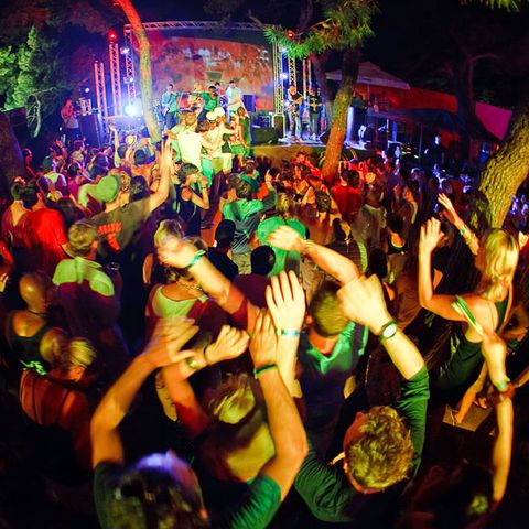 Green, Entertainment, Crowd, Party, Music venue, Dance, Audience, Public event, Disco, Cheering,