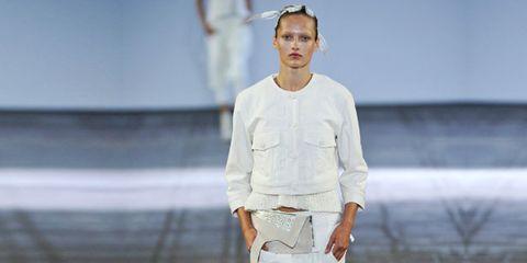 Sleeve, Human leg, Street fashion, Knee, Fashion show, Fashion model, Calf, Runway, Waist, Fashion design,