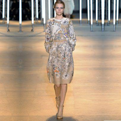 Sleeve, Human body, Shoulder, Joint, Floor, Fashion show, Style, Flooring, Fashion model, Waist,