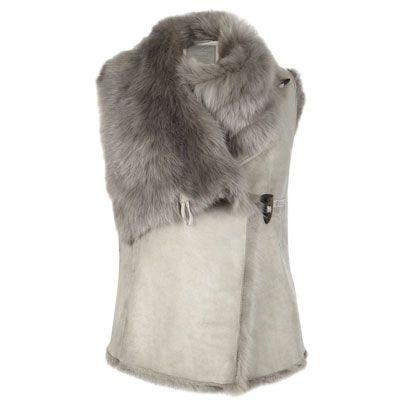 Textile, Fur clothing, Jacket, Natural material, Grey, Fur, Beige, Animal product, Woolen, Parka,