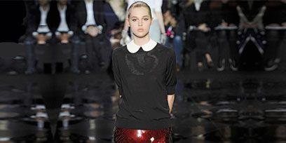 Leg, Sleeve, Human leg, Joint, Standing, Style, Dress, Fashion model, Waist, Fashion,