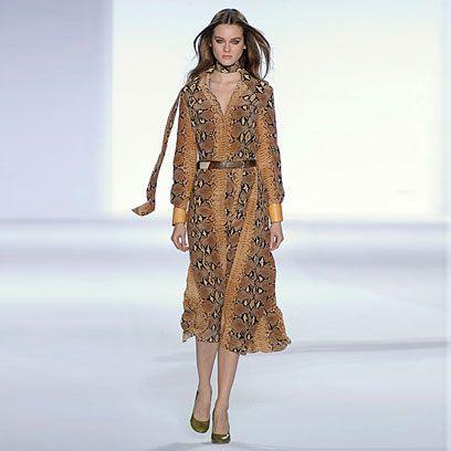 Clothing, Shoulder, Fashion show, Joint, Style, Runway, Dress, One-piece garment, Fashion model, Fashion,