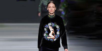 Human body, Sleeve, Shoulder, Joint, Human leg, Fashion show, Style, Knee, Street fashion, Fashion model,