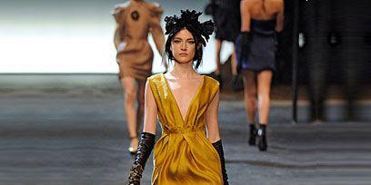Footwear, Leg, Dress, Human leg, Human body, Shoulder, Joint, Standing, Style, Summer,