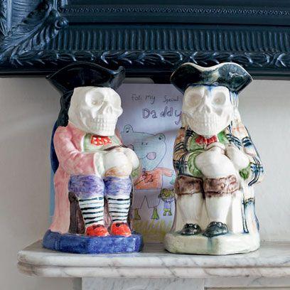 Toy, Sculpture, Souvenir, Creative arts, Figurine, Pattern,