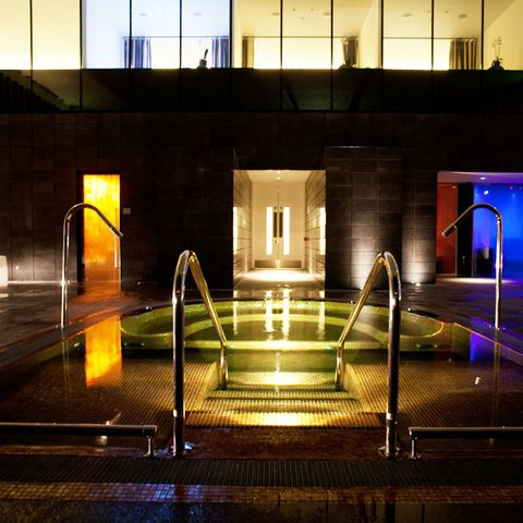 Light, Night, Lighting, Architecture, Fountain, Symmetry, Water feature, Building, Design, Reflection,