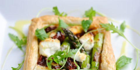 Green, Food, Finger food, Ingredient, Leaf vegetable, Cuisine, Dishware, Vegetable, Plate, Baked goods,