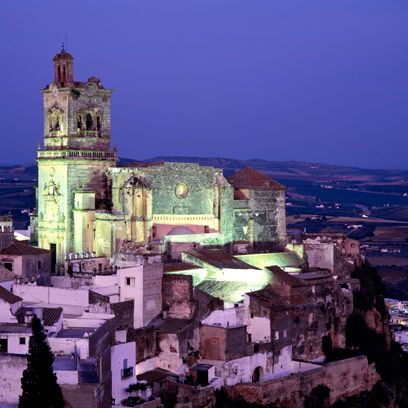 Town, Landmark, Holy places, Place of worship, Chapel, Church, Arch, Medieval architecture, Convent, Monastery,