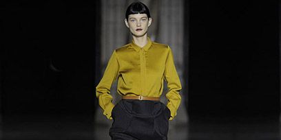 Collar, Sleeve, Human body, Dress shirt, Human leg, Standing, Joint, Style, Knee, Fashion,