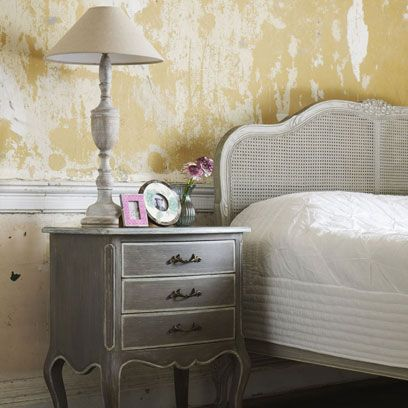 Wood, Room, Chest of drawers, Drawer, Furniture, Wall, White, Interior design, Floor, Lampshade,