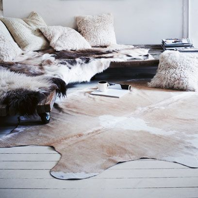 Beige, Fur, Snow, Natural material, Freezing, Frost, Ice, Home accessories, Linens,
