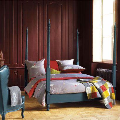 Wood, Room, Bed, Interior design, Floor, Property, Bedding, Textile, Bedroom, Flooring,