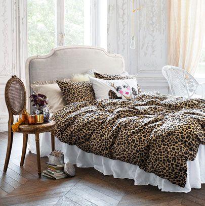 Room, Interior design, Textile, Furniture, Floor, Linens, Bedding, Flooring, Home, Bedroom,