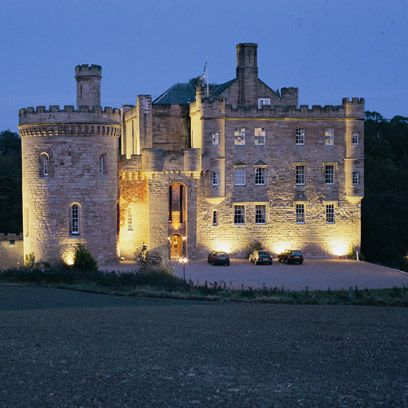 Architecture, Property, Facade, Building, Real estate, Landmark, Manor house, Castle, Mansion, House,