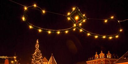 Lighting, Night, Event, Christmas decoration, Public space, Electricity, Holiday, Landmark, Midnight, Christmas,