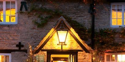Lighting, Window, Property, Christmas decoration, Home, House, Real estate, Facade, Amber, Christmas tree,