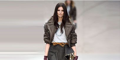 Clothing, Leg, Brown, Sleeve, Shoulder, Bag, Textile, Joint, Outerwear, Style,