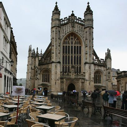 Medieval architecture, Gothic architecture, Arch, Cathedral, Place of worship, Classical architecture, Arcade, Town square, Spire, Plaza,