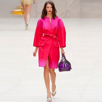 Clothing, Sleeve, Shoulder, Fashion show, Textile, Joint, Outerwear, Runway, Style, Bag,