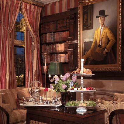 Interior design, Room, Hat, Interior design, Window treatment, Picture frame, Curtain, Flower Arranging, Centrepiece, Living room,