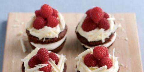 Food, Sweetness, Fruit, Ingredient, Dessert, White, Red, Cuisine, Frutti di bosco, Whipped cream,