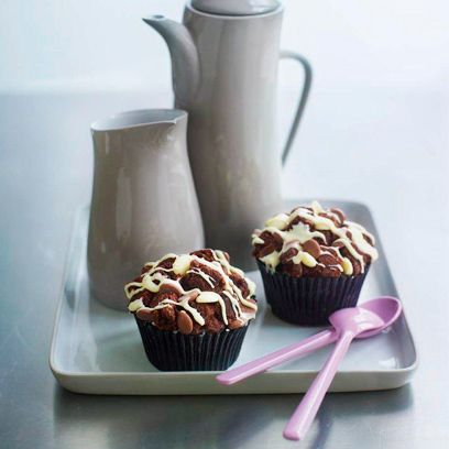 Cupcake, Serveware, Food, Dessert, Baked goods, Cuisine, Sweetness, Confectionery, Baking cup, Chocolate,