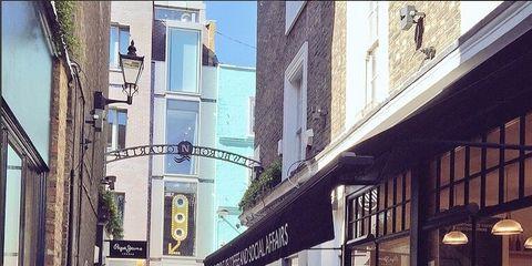 Window, Infrastructure, Neighbourhood, Town, Street, Facade, Mixed-use, Urban design, Sidewalk, Restaurant,