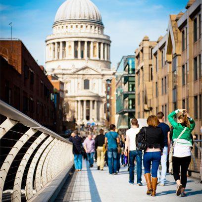 Leg, Dome, Trousers, Tourism, Jeans, Architecture, Urban area, Standing, Denim, Pedestrian,